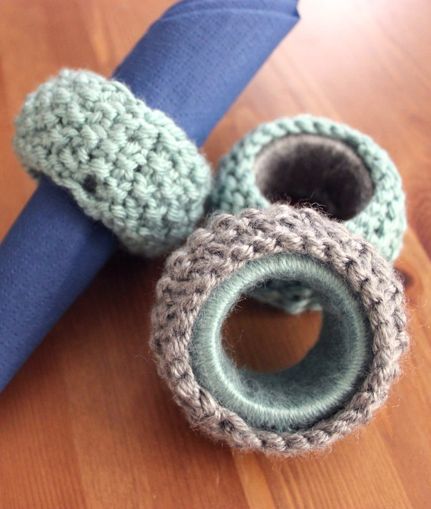 How to Knit Napkin Rings in Seed Stitch by Studio Knit. Free Pattern and Video Tutorial.