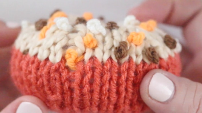Knitting French Knots. Decorating Knitted Desserts: Embroidery & Crochet Chains