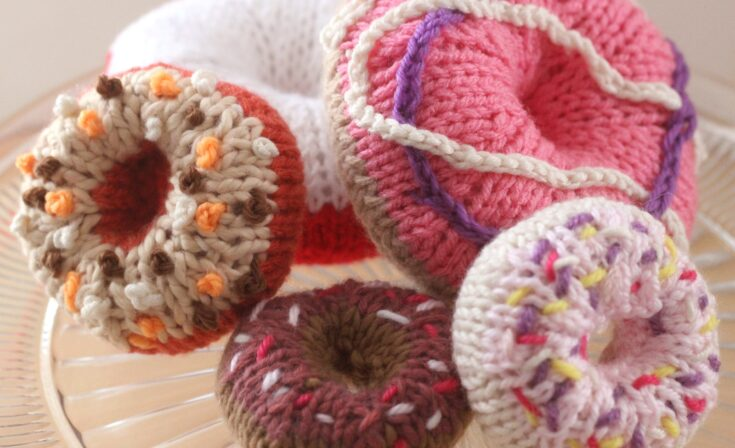 How to Knit a Donut Softie Toy Pattern with Video Tutorial