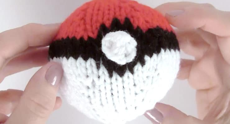 How to Knit a POKÉBALL | Pokémon Go DIY