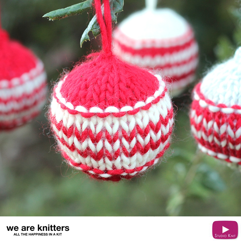 Knitted Christmas Ball Holiday Ornaments with Video Tutorial ...