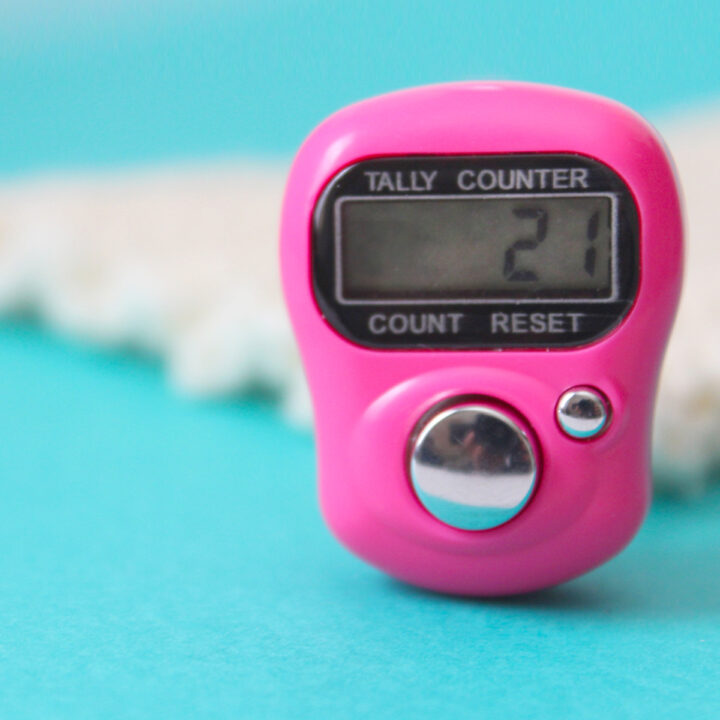 Digital Row Counter in hot pink on blue background for knitting stitches
