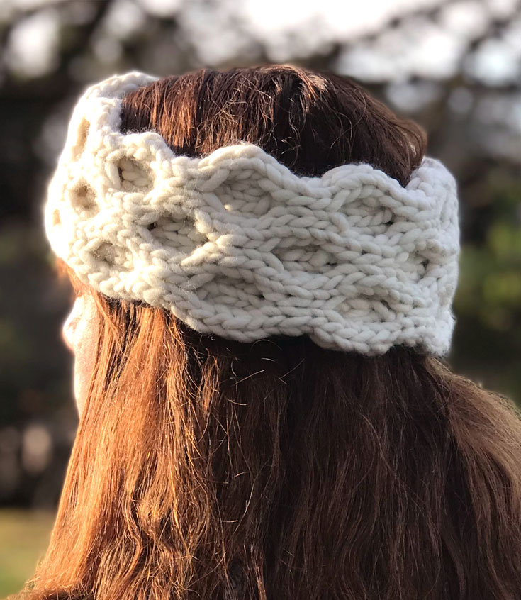 I love making Quick Knit Cable Ear Warmer Accessories from the simple Honeycomb Stitch with Free Written Pattern and Video Tutorial by Studio Knit. #knitting #accessories #freeknittingpattern #studioknit