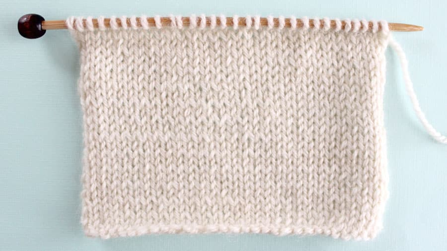 Stockinette Knit Stitch Pattern Easy for Beginning Knitters by Studio Knit with Video Tutorial #studioknit #knitstitchpattern