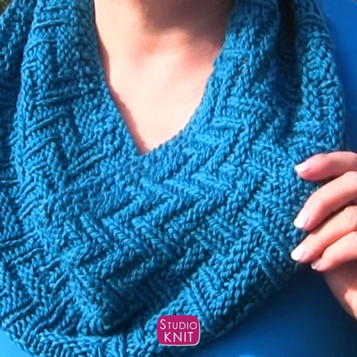 How to Knit a Scarf in Zigzag Pattern