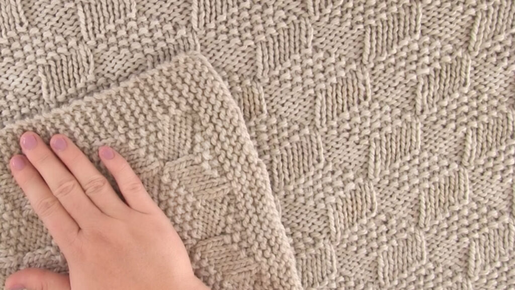 Knitted Blanket in Tumbling Blocks Stitch