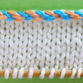 Knitted swatch of stockinette with edge in 2-color braided cast on.